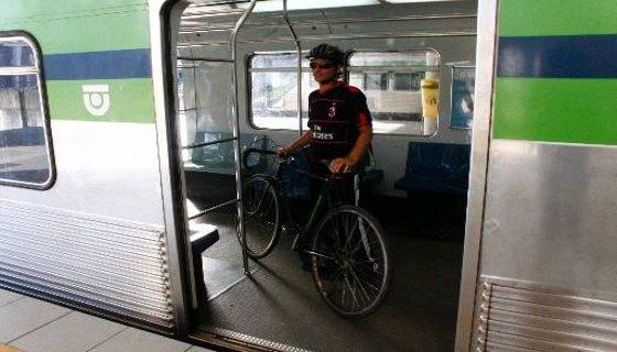 Bicicleta dentro do metrô do Recife - Foto - Paulo Paiva DP/D.A.Press