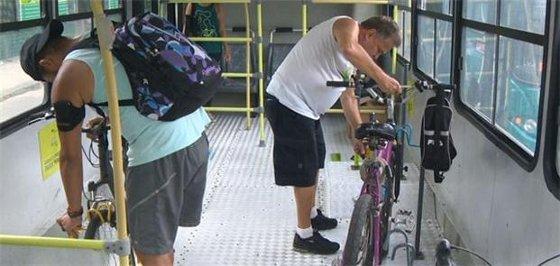 Bicicletas dentro do ônibus no Espírito Santo - Foto - reprodução