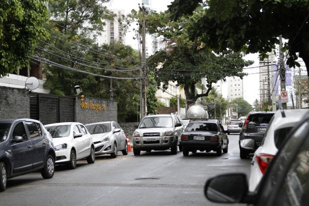 Rua Maria Carolina, em Boa Viagem passa a ter um único sentido - Foto - Blenda Souto Maior - DP/D.A.Press