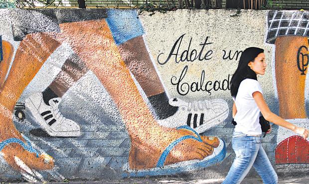 Calçada adotada no Recife - Foto: Blenda Souto Maior DP/D.A.Press