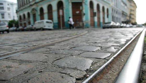 Trilhos de antigos bondes no bairro do Recife Foto Cecília Sá Pereira