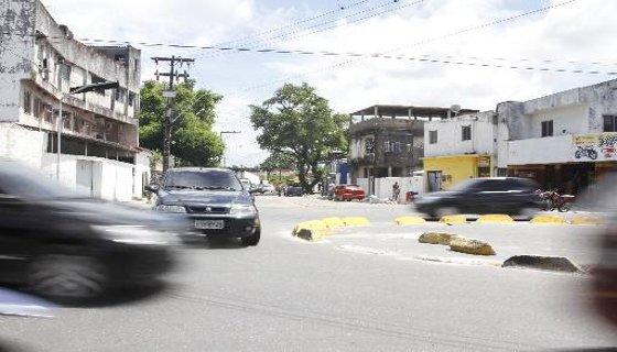 Motoristas não dão a preferência na rotatória de Água Fria - Recife Foto - Blenda Souto Maior DP/D.A.Press