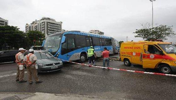 Acidente no corredor Transoeste no Rio de Janeiro - Foto - Eduardo Naddar