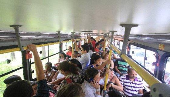 Acessibilidade não adequada  na plataforma e trens sem climatização foram algumas das irregularidades apontadas no metrô Recife Foto - Allan Torres Especial DP/D.A.Press