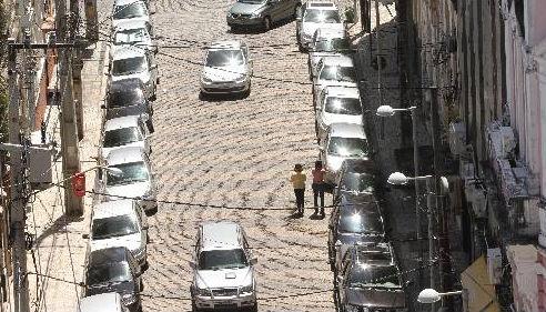 Ruas ocupadas por carros no Bairro do Recife - Foto Allan Torres DP/D.A.Press