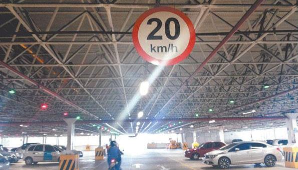 Sinalização em estacionamento no Recife Foto Tania Passos DP/D.A.Press