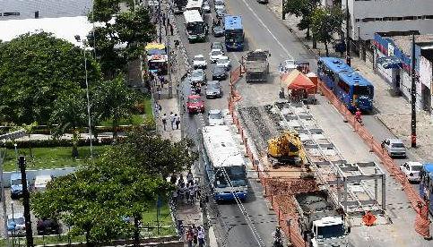 Obras da estação do BRT na Cruz Cabugá, só devem ficar prontas em 2015 Foto Teresa Maia DP/D.A.Press