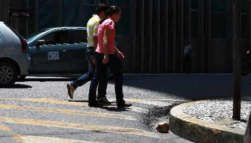 Proposta da Ameciclo é expandir as calçadas para as áreas zebradas nas esquinas Foto - Bernardo Danta DP/D.A.Press
