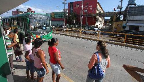 Velocidade dos ônibus nos corredores da Avenida Presidente Kennedy, em Olinda, passou de 19km/h para 24km/h Foto Annaclarice Almeida DP/D.A.Press