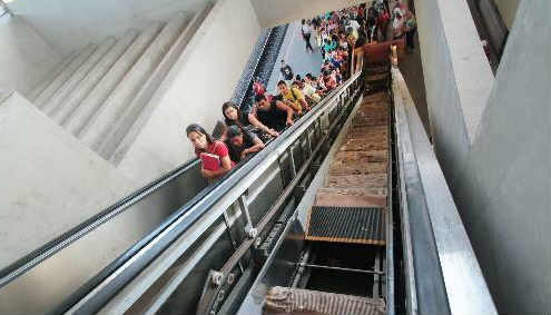 Escada rolante para ampliar capacidade de acesso no TI Tancredo Neves na Copa, não foi instalada Foto Annaclarice Almeida DP/D.A.Press