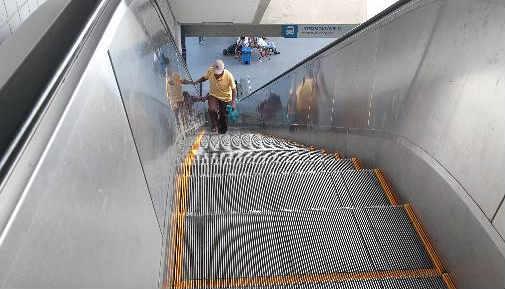 Escada rolante do TI Tancredo para usuários que chegam na integração do ônibus foi desligada devido queda de energia no local - Foto Annaclarice Almeida DP/D.A.Press
