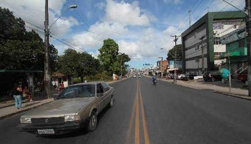 Nenhuma das cinco estações de BRT previstas para a Avenida Belmínio Correia, em Camaragibe foram construídas. Previsão em 2015. Foto Annaclarice Almeida DP/D.A.Press
