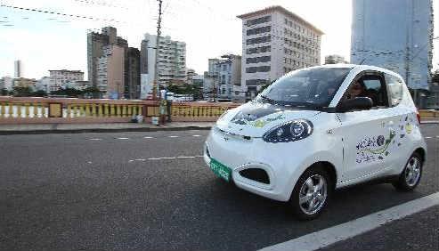 Carro elétrico nas ruas do Recife Foto Paulo Paiva DP/D.A.Press
