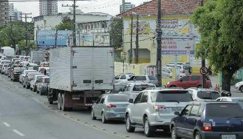 Trânsito congestionado na Avenida Abdias de Carvalho Foto Ivan Melo Especial Dp/D.A.Press