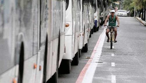 Ciclofaixa da Rua da Aurora, no Recife - Foto - Alcione Ferreira DP/D.A.Press