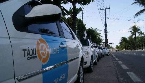 Cinco pontos de táxis serão disponibilizados nas áreas próximas aos focos da folia no Recife. Foto: Tânia Passos DP/D.A.Press
