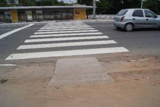 Acessibilidade das estações de BRT do corredor Norte/Sul apresenta problemas para pedestres e cadeirantes Foto Tânia Passos DP/D.A.Press