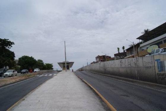 Paredões dividem a área das estações de BRT em trecho da PE-15 Foto: Tânia Passos DP/D.A.Press