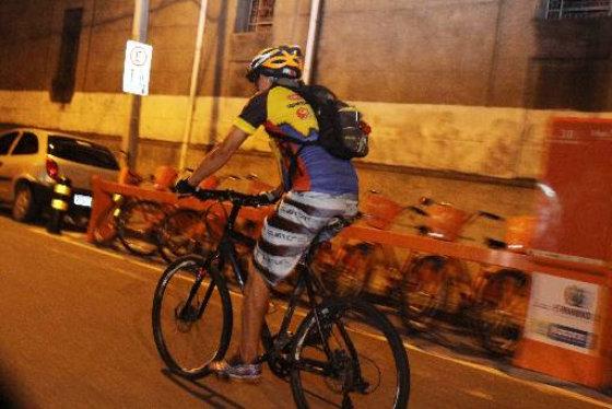 Uso do capacete nos ciclistas não é unanimidade. Credito: Nando Chiappetta/DP/ D. A Press.