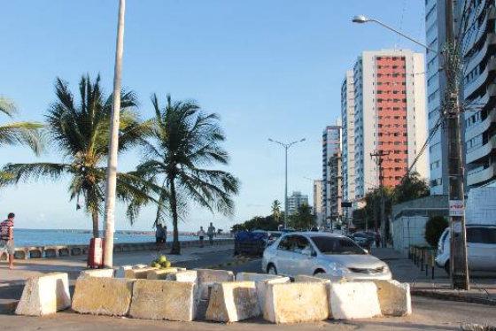 Bloqueios serão removidos da orla de Olinda que terá sentido único Norte/Sul Foto Aline Soares Especial DP/D.A.Press
