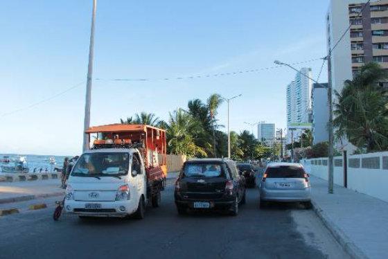 Na Beira-mar de Olinda, o trecho de Casa Caiada ainda é mão-dupla Foto- Aline Soares Especial DP/D.A.Press