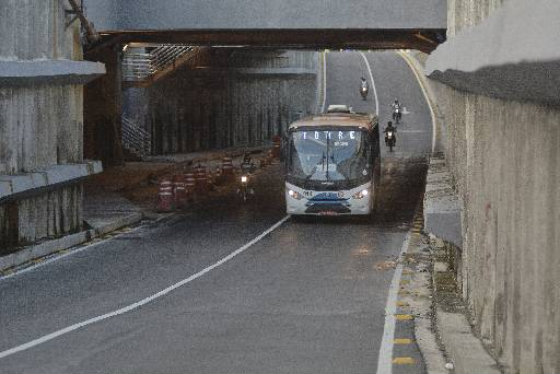 Túnel da Abolição por onde irá passar a 2ª Perimetral deveria ter três faixas. Foto : Guilherme Veríssimo DP/D.A.Press