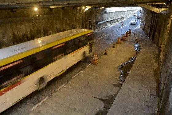 A baia (recuo) para a parada do ônibus ainda não foi ativada. Quinze linhas passam pelo túnel. Foto: Guilherme Veríssimo DP/D.A.Press