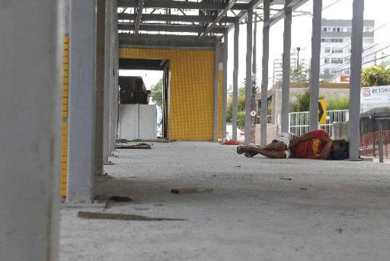 Estação de BRT do corredor Leste/Oeste com obras paradas na Benfica Foto: Gustavo Glória Especial DP/D.A.Press
