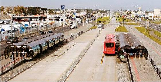 Sistema de BRT de Curitiba com faixa exclusiva e segregada em todo o seu percurso Foto: Hedelson Alves Especial DP/D.A.Press