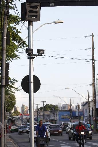 Primeiro radar instalado na Avenida Beberibe no Recife. Foto - Ricardo Fernandes DP/D.A.Press