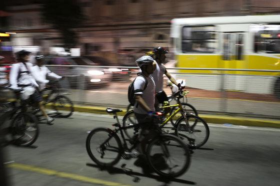 A bicicleta tem presença cada vez mais forte no trânsito do Recife, mesmo sem a estrutura necessária - Hoto - Hélder tavares DP/D.A.Press