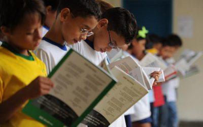 Acesso universal à educação é insuficiente para diminuir desigualdade