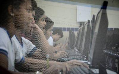 Estados poderão decidir se darão aulas a distância no ensino médio
