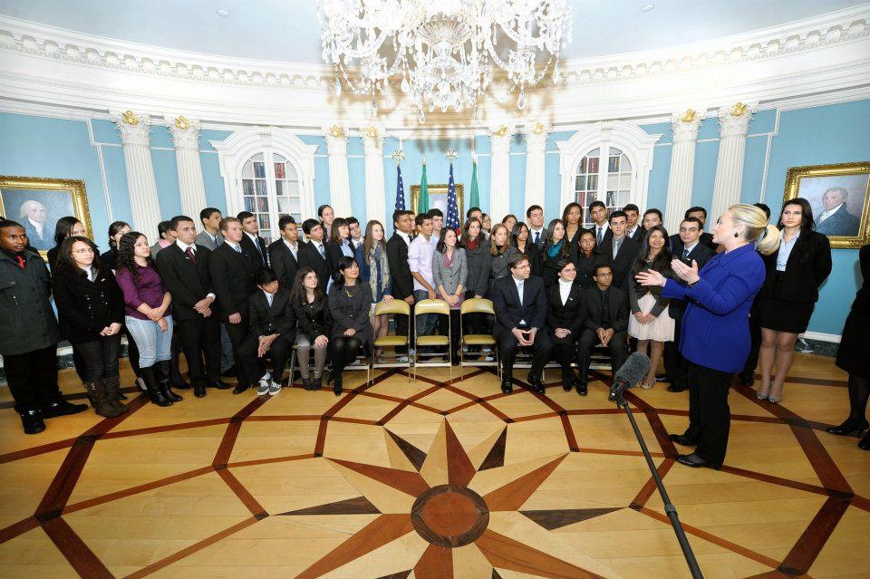 Estudante da Escola de Aplicação da UPE é selecionada para o programa Jovens Embaixadores