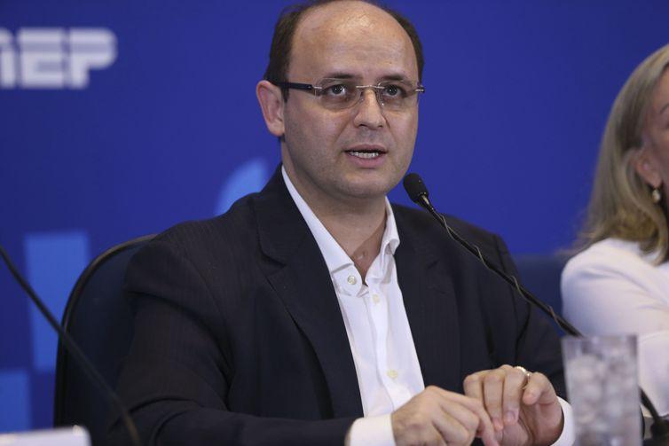 Ministro recomenda tranquilidade na prova do Enem