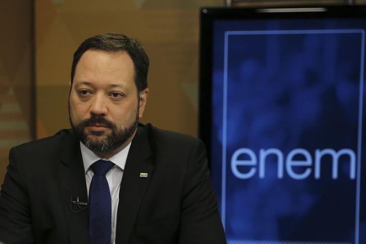 Presidente do Inep diz que Enem 2019 terá provas equilibradas e 'sem polêmicas'