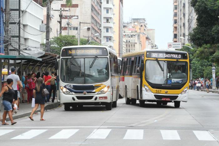 Mais de 20 linhas de ônibus são reforçadas para o segundo dia do Enem