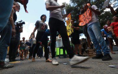 No Recife, estudantes chegam cedo para segundo domingo do Enem