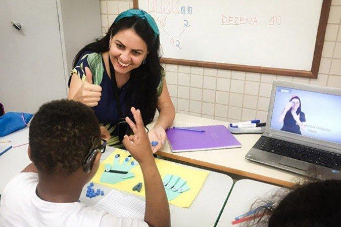 Professora brasileira é finalista do prêmio Global Teacher Prize 2020