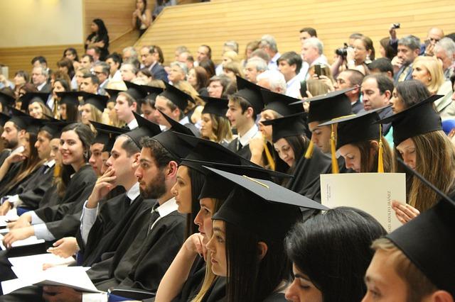 Ensino superior aumenta renda em 182%, mostra pesquisa