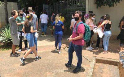 Estudantes reclamam de salas cheias para fazer a prova