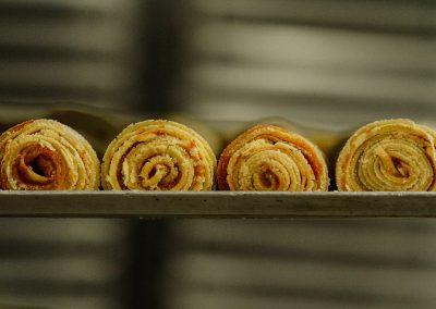 O bolo de rolo é fabricado em apenas 5 minutos mas precisa resfriar por 24h