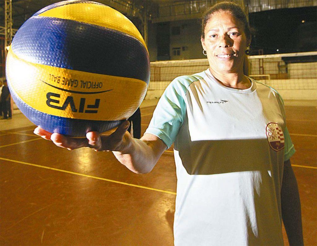 Atualmente, pernambucana joga no time master de vôlei feminino do Náutico - Foto: Roberto Ramos/DP