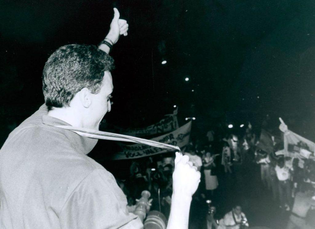 Após chegar de Barcelona, Pampa foi festejado no Recife, com direito a desfile no caminhão do Corpo de Bombeiros - Foto: Arquivo/DP