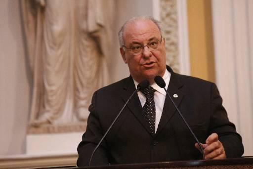 Deputado falou sobre projeto no plenário. Foto: Alepe/Divulgação