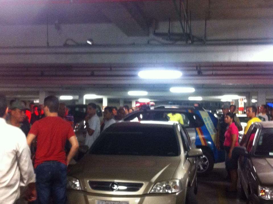 Polícia chegou ao local após o suspeito ser detido. Foto: Augusto Farias/Facebook