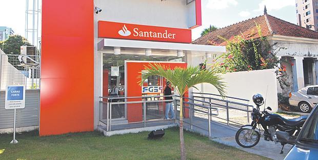 Agência foi assaltada no final da manhã dessa sexta-feira. Foto: Edvaldo Rodrigues/DP/D.A. Press