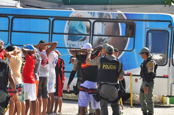 Antes do jogo, torcedores foram revistados. Foto: Bruna Monteiro/DP/D.A Press