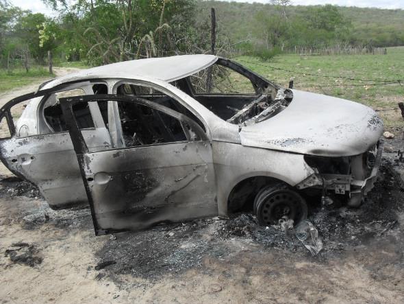 Carro ficou destruído. Foto: Marcos Antônio/Divulgação