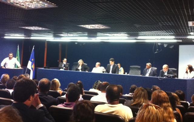 Deputados e representantes da Funase ouviram os agentes. Foto: Wagner Oliveira/DP/D. A Press